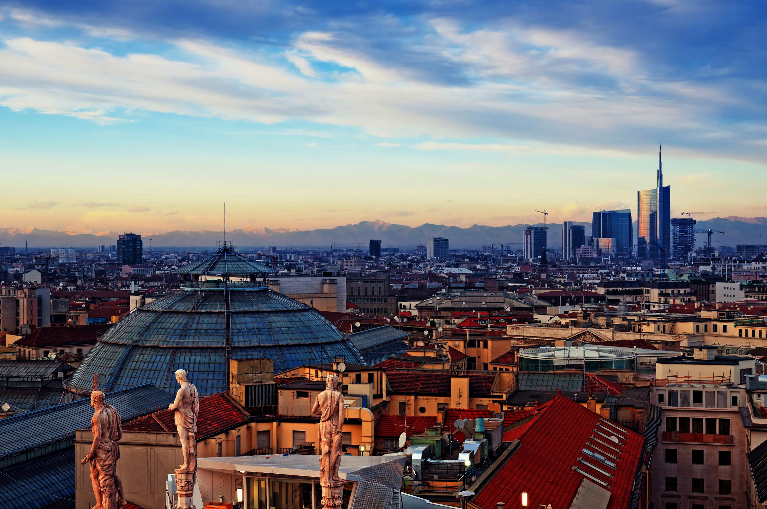 Milan-skyline-from-Milan-Cathedral-and-Duomo-di-Milano-in-Italy3